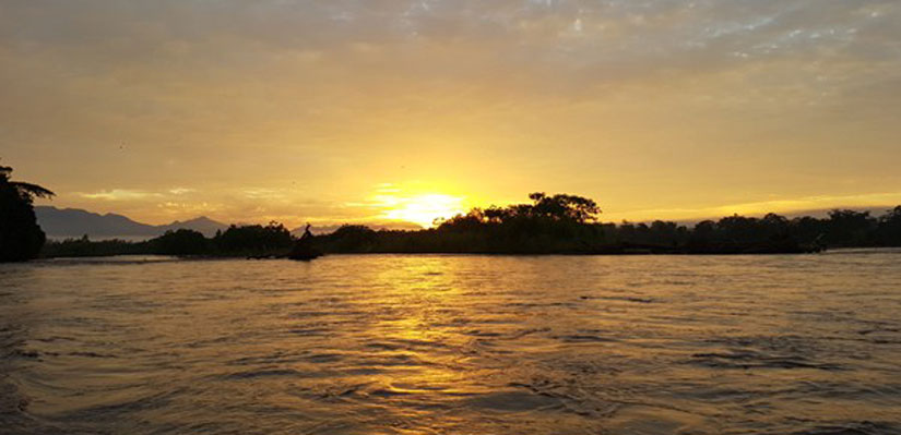 Sunset image in a boat in the Beni river