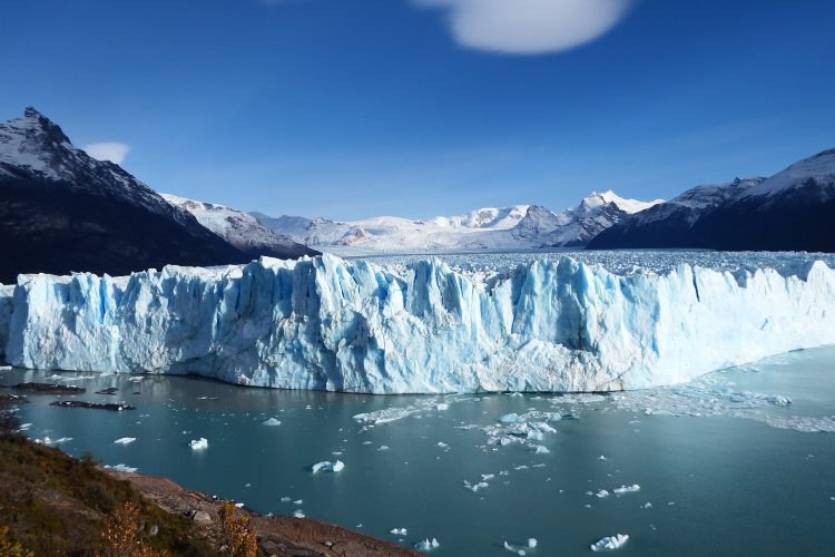 Place to visit in the Patagonia in Chile: Wall of blue ice of Perito Moreno glacier