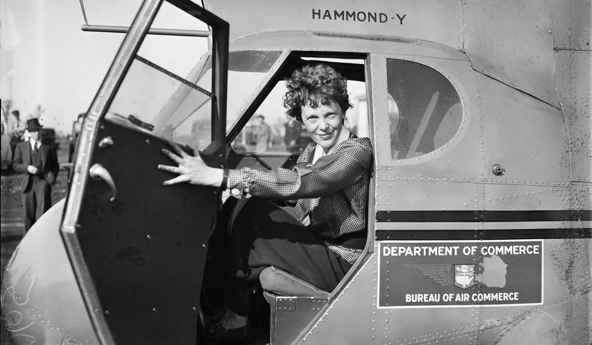 amelia earhart in a plane inspired in captain marvel