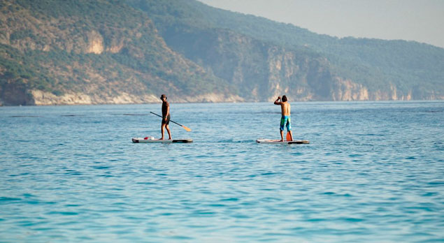 paddle surffing in spain